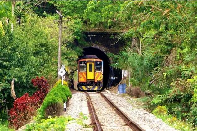 坐上小火车哐哧哐哧漫游台湾,追寻梦想