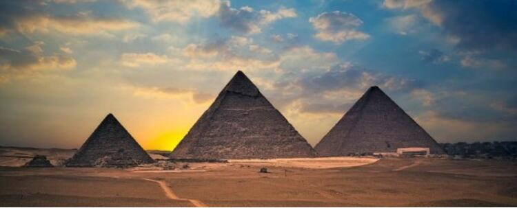 不仅有金字塔和狮身人面像,还有千年文化底蕴,这里是埃及